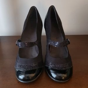 Black Mary Jane heels EUC
